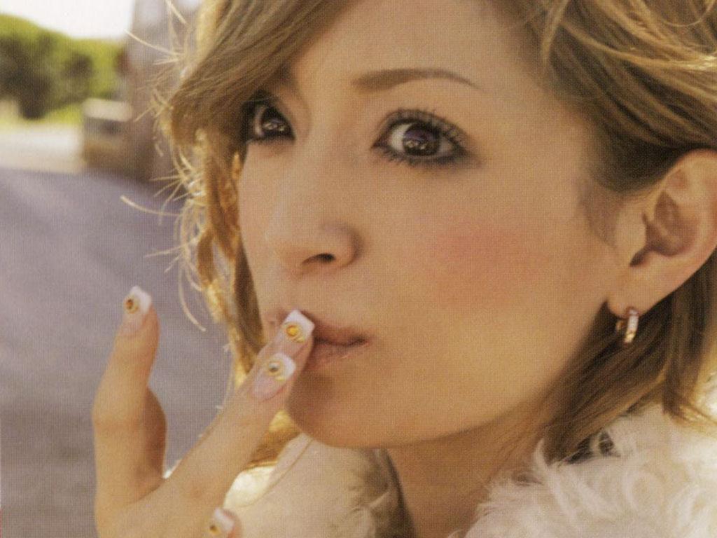 http://twitter-soku.blog.so-net.ne.jp/_images/blog/_624/twitter-soku/Ayumi_Hamasaki_TB_15.jpg